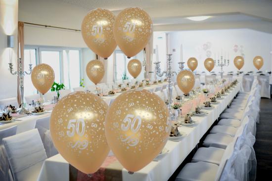Golden Luftballons, Zahl 50, zum 50. Hochzeitstag, Goldene Hochzeit