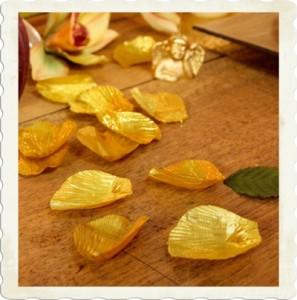 Rosenblätter in Gold, Goldene Hochzeit Tischdekoration